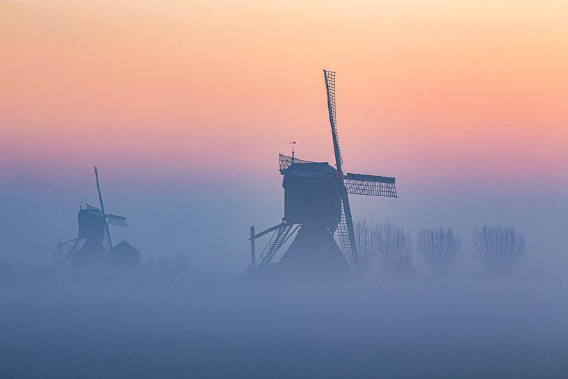 Windmühlen im Nebel von Paul Begijn