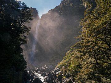 Waterval bij de Arthurs'Pass in Nieuw-Zeeland van Linda Schouw