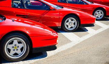 Drei rote Sportwagen Ferrari Testarossa 1980er Jahre von Sjoerd van der Wal