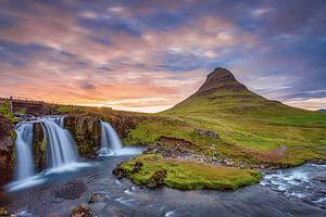 Coucher de soleil à Kirkjufellsfoss Islande sur Menno Schaefer