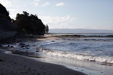 Strand in Australien. von Kees van Dun