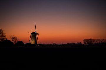 """""""De molen maalt niet om een mooie avond"""" van StephanvdLinde"""