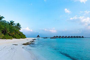 Langs het strand naar de bungalows van Christian Klös