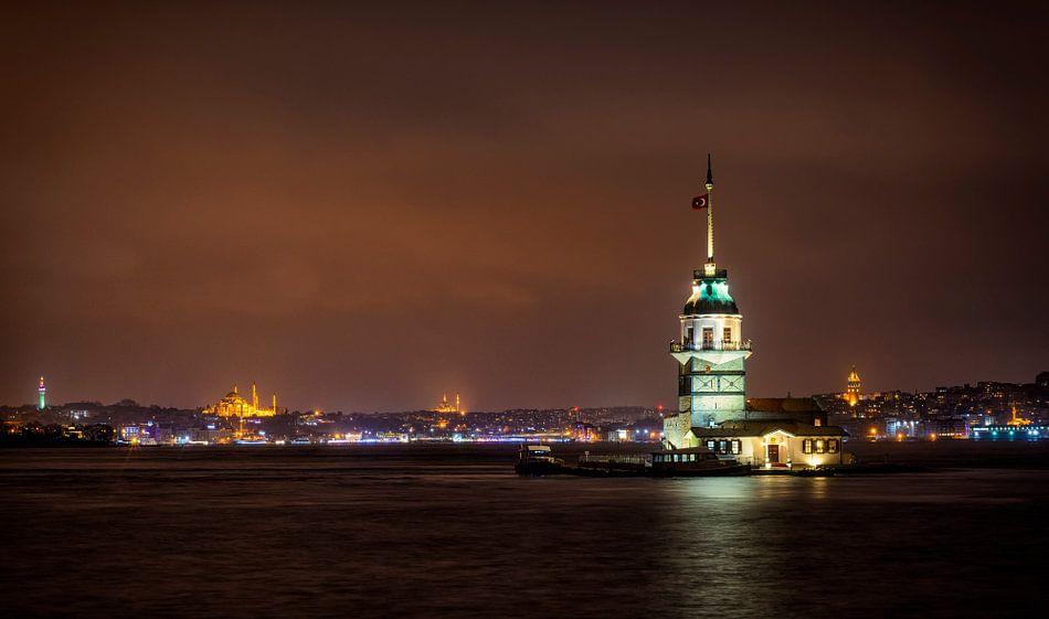 Kiz Kulesi, Meisjestoren, ofwel Leander's Tower in Istanbul in de nacht