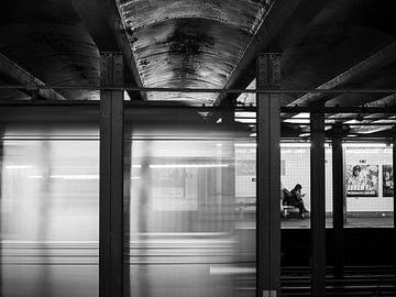 Straßenbild in New York mit ereignisreicher U-Bahn von Rutger van Loo