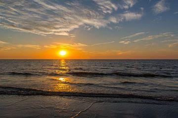 Zonsondergang op het strand te Oostende van didier de borle