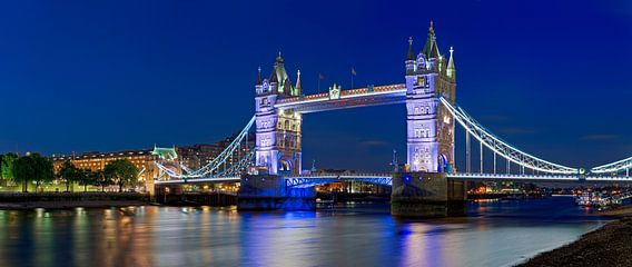 Panorama Tower Bridge te Londen van Anton de Zeeuw