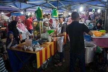 Nachtmarkt in Kuala Dungun (Maleisië) van t.ART