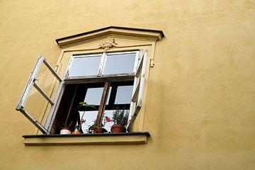 Fenster und Fassade eine Hauses in Prag von Heiko Kueverling