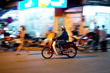 On the moped trough Vietnam sur