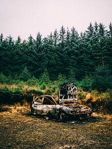 Verbranntes Auto von Oscar van Crimpen