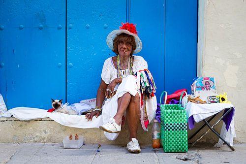 cubaanse vrouw met sigaar van Karin Verhoog