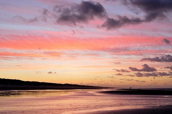 Prachtige zonsondergang aan het einde van de dag