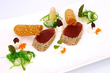 Gepaneerde tonijnfilets met kaastuilles van
