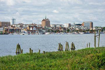 Blick über die Warnow auf die Hansestadt Rostock sur Rico Ködder