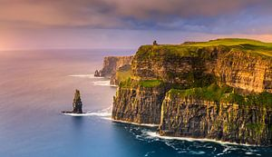 Sonnenuntergang an den Cliffs of Moher, Irland