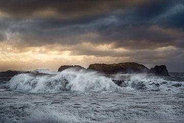 Storm IJsland van Peter Poppe