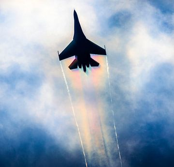 Su-27 flanker met een flinke regenboog op de vleugels van Stefano Scoop