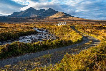 Einsames weißes Haus auf Skye von Annette Schoof