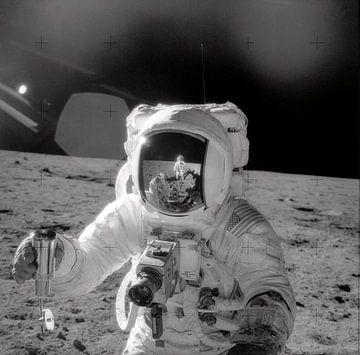 Astronaut doet onderzoek op de maan van