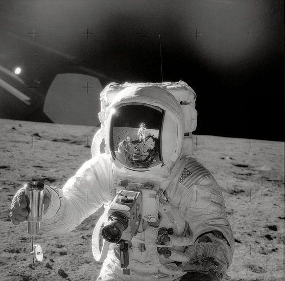 Astronaut doet onderzoek op de maan van Moondancer .