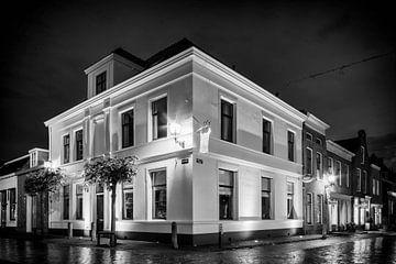 Inn Knight Saint George bei Nacht in schwarz-weiß von Tony Buijse