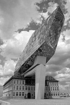 Hafengebäude Antwerpen in schwarz-weiß von Jolanda van Eek