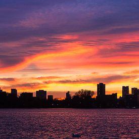Panorama Skyline Rotterdam zonsondergang van Fons Simons