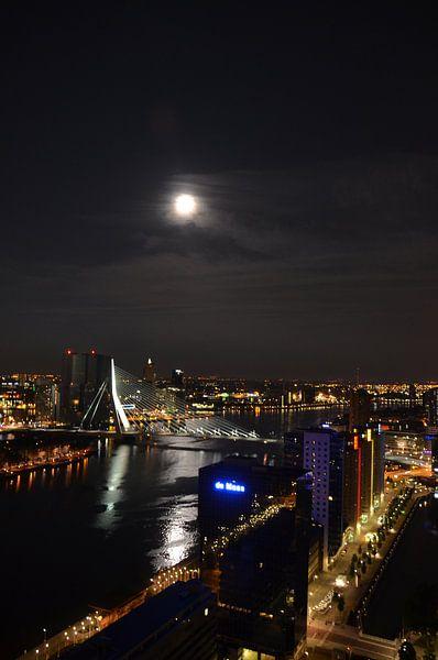 Volle Maan over Rotterdam en de Maas van Marcel van Duinen