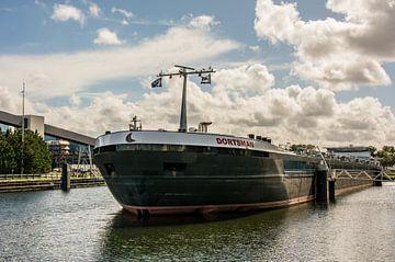 Tanker Dortsman im Hafen von Amsterdam. von Scheepskijker_Havenfotografie