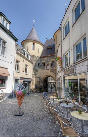De gerenoveerde Grendelpoort in Valkenburg