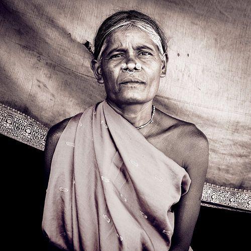 Traditioneel versierde vrouw uit Odisha, India
