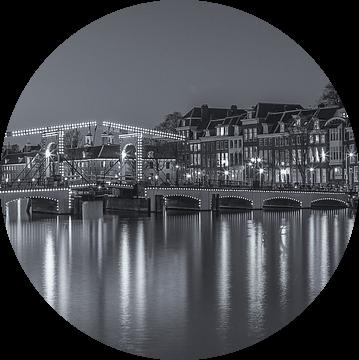 Magere Brug en de Amstel in Amsterdam in de avond - 3 van Tux Photography