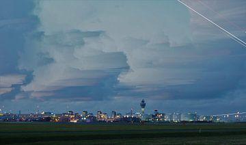 Schiphol in het blauwe uurtje van