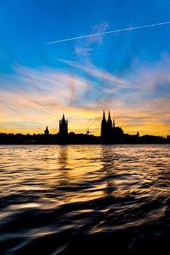 Dom van Keulen bij zonsondergang van Günter Albers