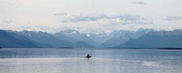 new zealand te anau meer en bergen met kano van