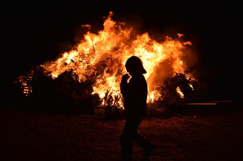 Brandweerman bij kerstboomverbranding van Erik Terpstra