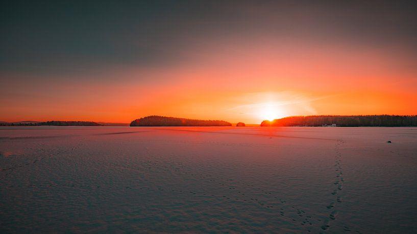 Zweden bevroren meer zonsopkomst 2 van Andy Troy