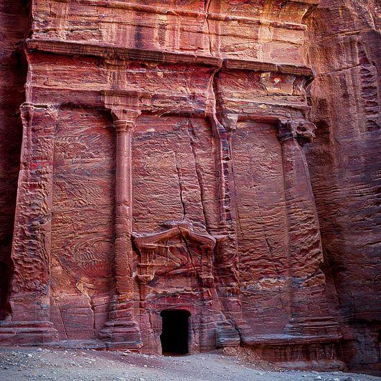 de Rode Tombe van Petra, Jordanië van Jan de Vries
