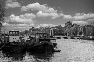 Zicht op de Magere brug in Amsterdam van Foto Amsterdam / Peter Bartelings