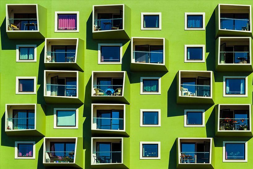 Gevel met groene balkons van Maerten Prins