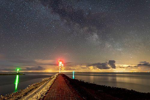 Melkweg boven de haven ingang