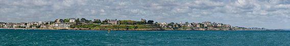 Panorama uitzicht op Dinard (France) van de pier in Saint-Malo