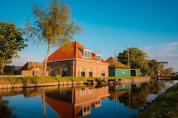 Bauernhof am Wasser von Dirk Keij-Bron