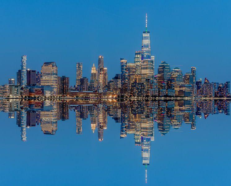 Manhattan Skyline met reflectie vanaf Hoboken, New Jersey van Jan van Dasler