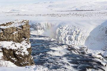 bevroren waterval i ijsland van Compuinfoto .