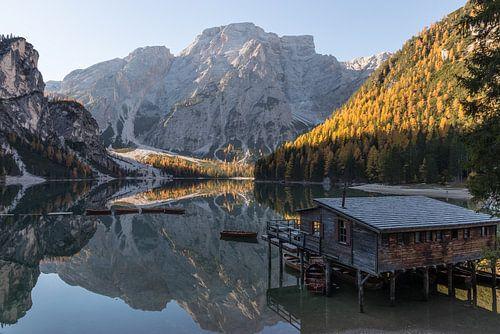 Huis aan het meer- Lago di Braies, Dolomieten, Italië