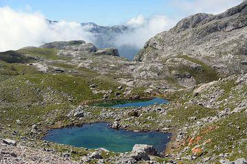 Bergwandelen in de Picos de  Europa, een schitterend gebergte in Noord Spanje van Koolspix