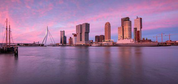 Panorama cruiseterminal Rotterdam van Ilya Korzelius