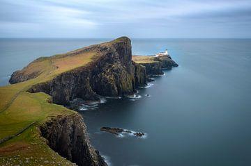 Neist Point Leuchtturm auf der Insel Skye in Schottland von Jos Pannekoek